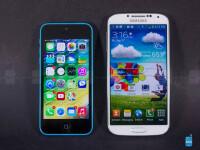 Apple-iPhone-5c-vs-Samsung-Galaxy-S4-Review001.jpg