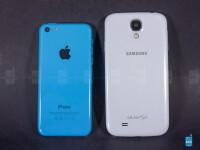 Apple-iPhone-5c-vs-Samsung-Galaxy-S4-Review002.jpg