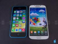 Apple-iPhone-5c-vs-Samsung-Galaxy-S4-Review003.jpg