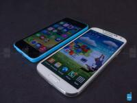 Apple-iPhone-5c-vs-Samsung-Galaxy-S4-Review004.jpg