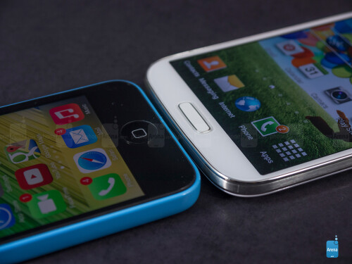 Apple iPhone 5c vs Samsung Galaxy S4