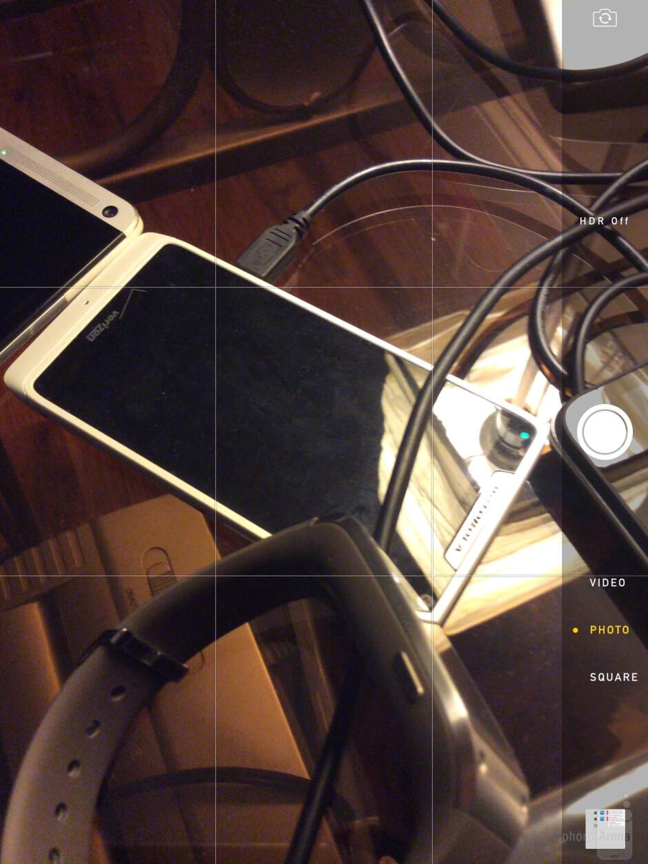 Camera UI of the Apple iPad Air - Sony Xperia Z2 Tablet vs Apple iPad Air