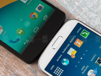 Google-Nexus-5-vs-Samsung-Galaxy-S4004