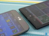 LG-G-Flex-vs-Nokia-Lumia-152002