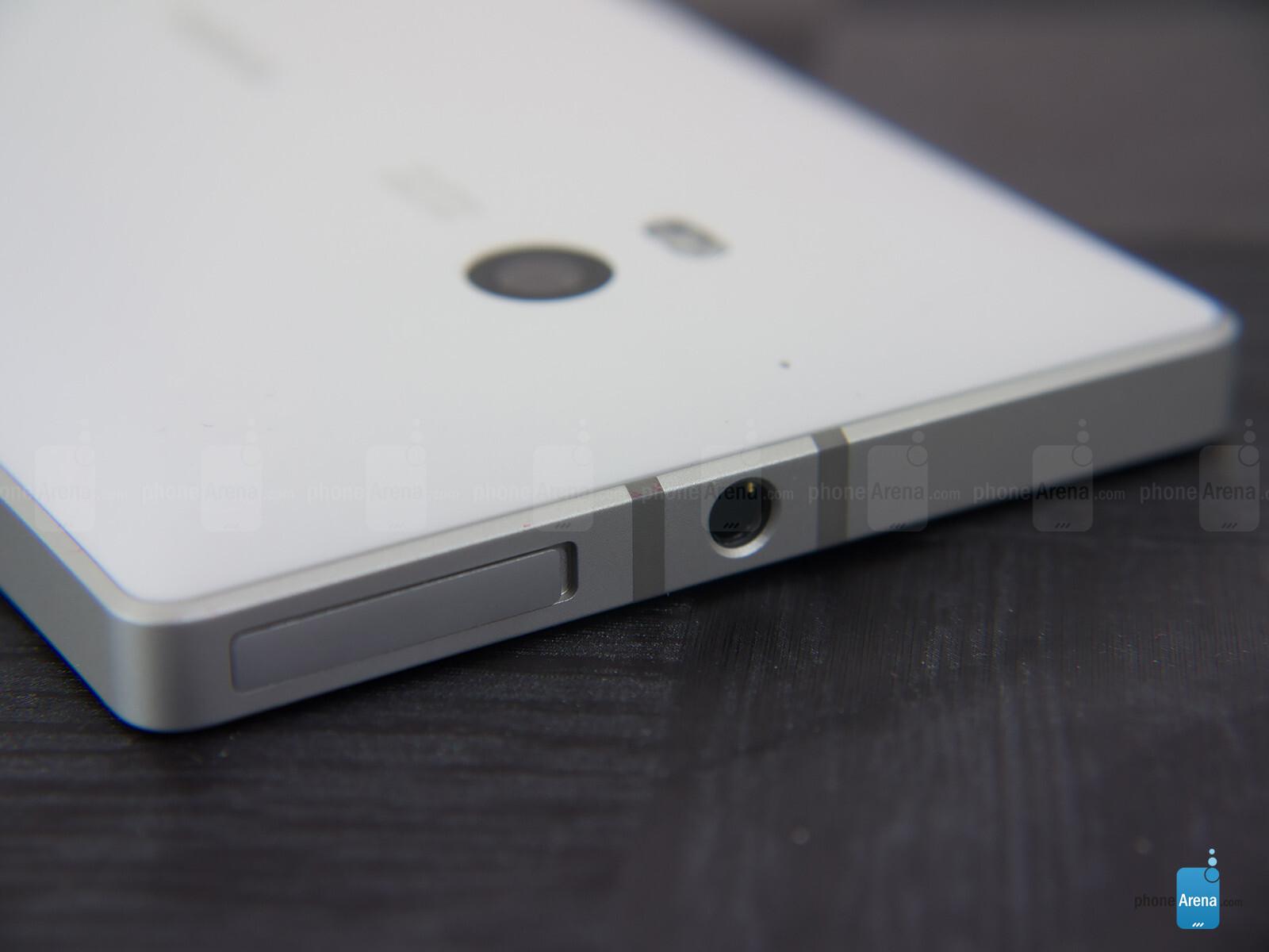 Sforum - Trang thông tin công nghệ mới nhất Nokia-Lumia-Icon-Review-010 Mở hộp Lumia Icon phiên bản nhà mạng Verizon