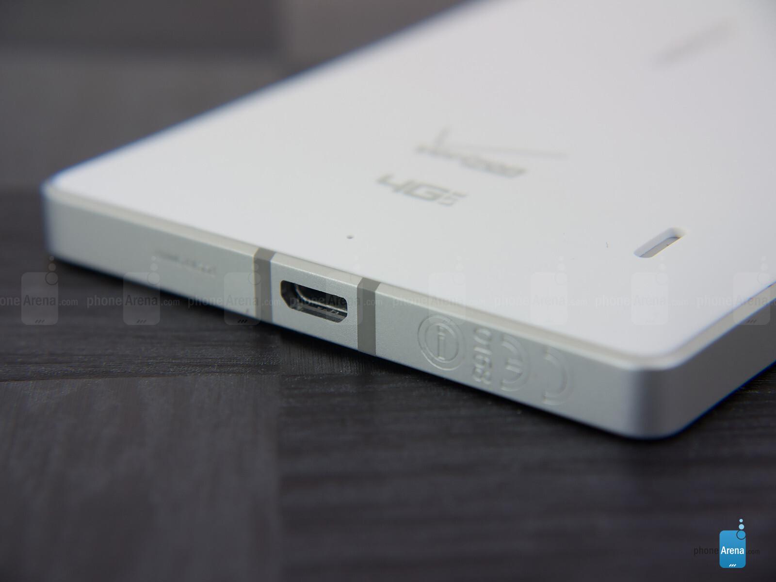 Sforum - Trang thông tin công nghệ mới nhất Nokia-Lumia-Icon-Review-011 Mở hộp Lumia Icon phiên bản nhà mạng Verizon