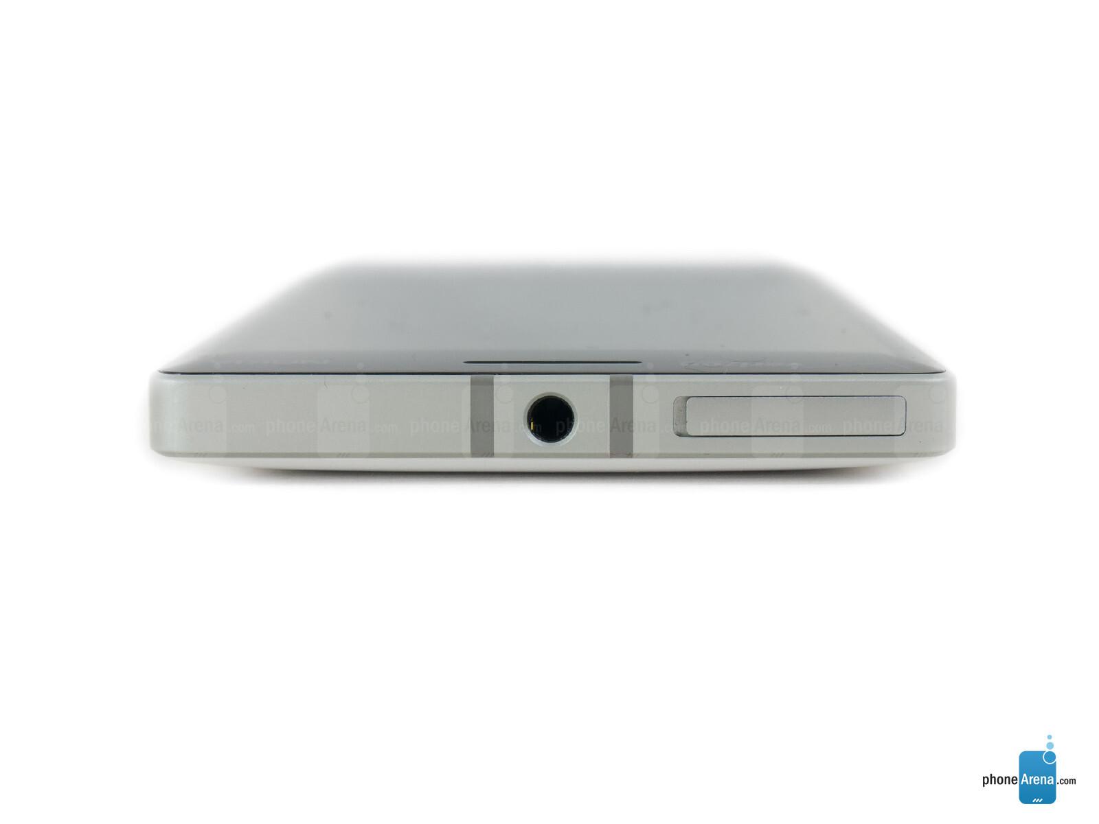 Sforum - Trang thông tin công nghệ mới nhất Nokia-Lumia-Icon-Review-013 Mở hộp Lumia Icon phiên bản nhà mạng Verizon