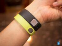 Samsung-Gear-Fit-vs-Fitbit-Flex02.jpg