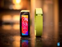 Samsung-Gear-Fit-vs-Fitbit-Flex03
