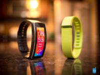 Samsung-Gear-Fit-vs-Fitbit-Flex04.jpg