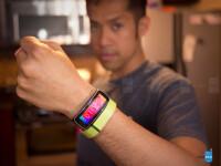 Samsung-Gear-Fit-vs-Fitbit-Flex12