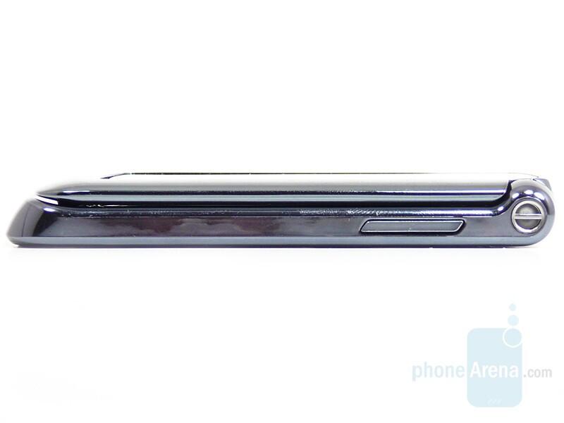 Right side - Motorola RAZR2 V8 Preview