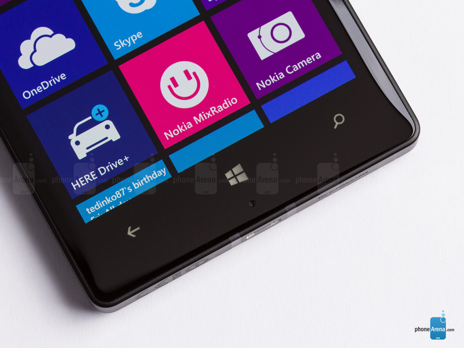 Leakster suggests the next Lumia flagship will be metal ...