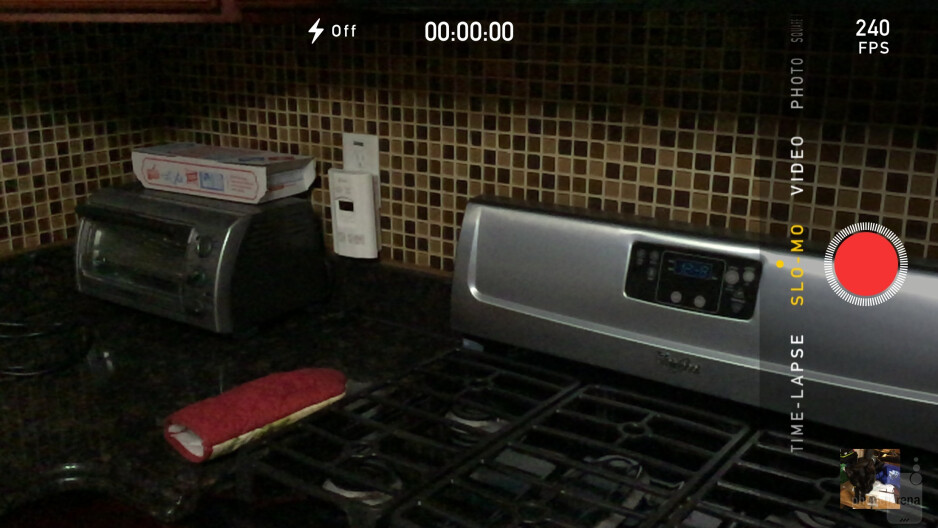 The camera interface of the iPhone 6 Plus - Google Nexus 6 vs Apple iPhone 6 Plus