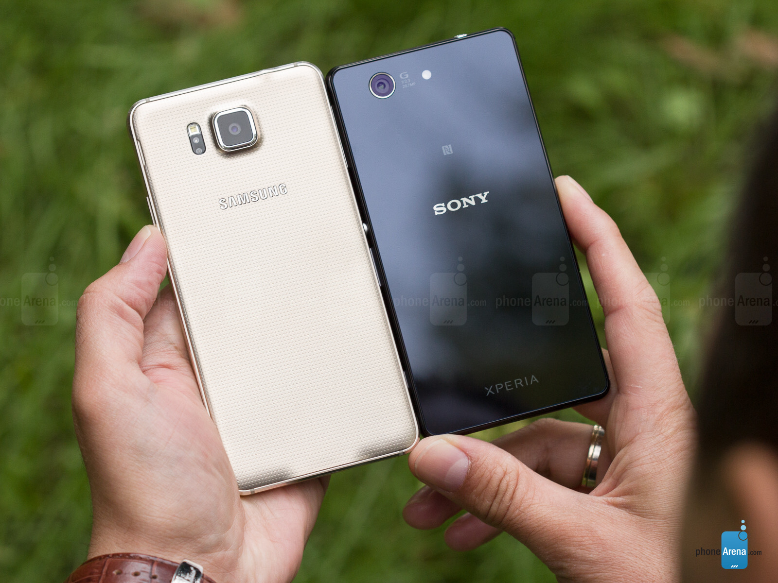 samsung galaxy alpha vs sony xperia z3 compact phonearena. Black Bedroom Furniture Sets. Home Design Ideas