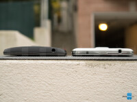 Motorola-DROID-Turbo-vs-Samsung-Galaxy-S505.jpg