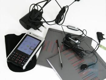 Box content - Sony Ericsson P1 Review