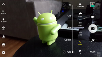 Running the camera app, it's the same UI on both smartphones - Samsung Galaxy Note5 vs Samsung Galaxy S6 edge+