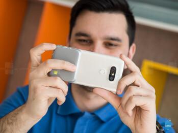LG CAM Plus module - LG G5 Review