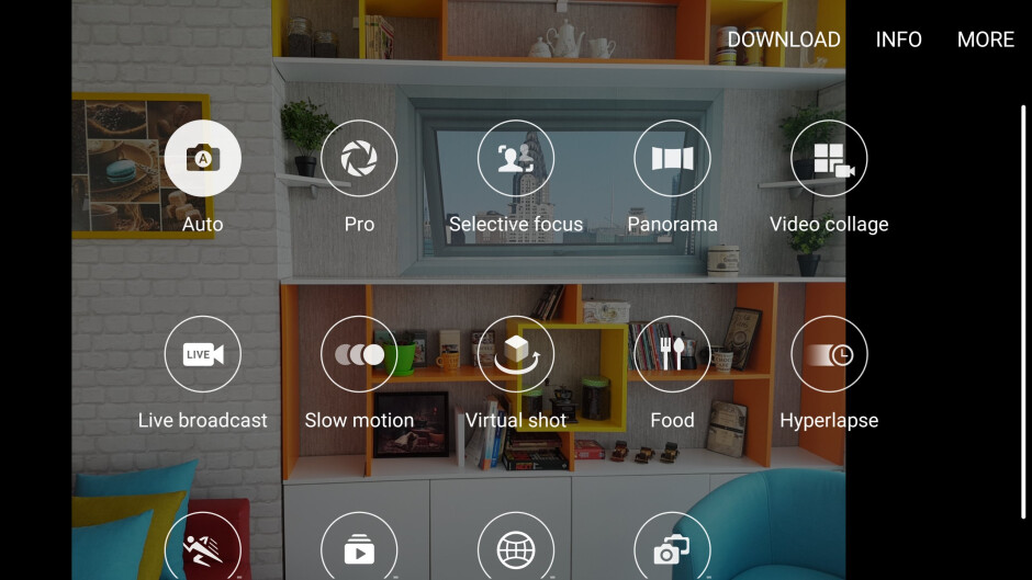 Camera interface of the Samsung Galaxy S7 - Google Pixel vs Samsung Galaxy S7