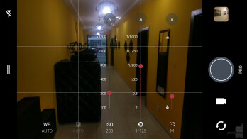 Camera interface of the HTC 10 - HTC 10 vs Samsung Galaxy S7 edge