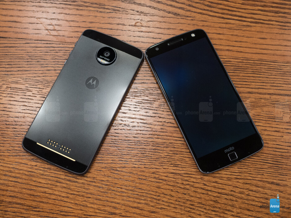 Moto Z Force Droid (left) and Moto Z Droid (right) - Moto Z Droid and Moto Z Force Droid Review