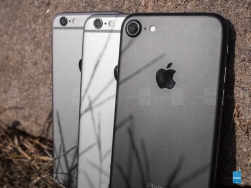 Apple iPhone 7 (in black), Apple iPhone 6s