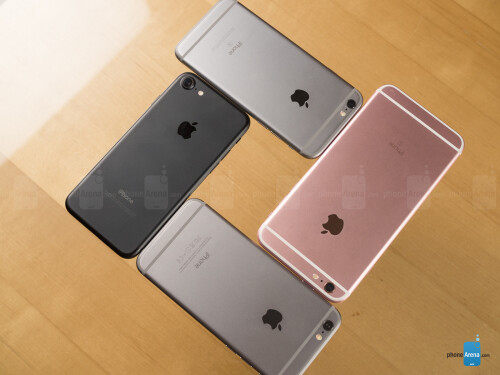 Apple iPhone 7 (in black), Apple iPhone 6s, Apple iPhone 6s (in rose gold)