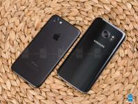 Apple-iPhone-7-vs-Samsung-Galaxy-S7004.jpg
