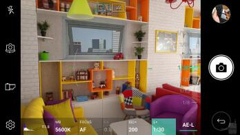 Camera UI of the LG V20 - Google Pixel XL vs LG V20