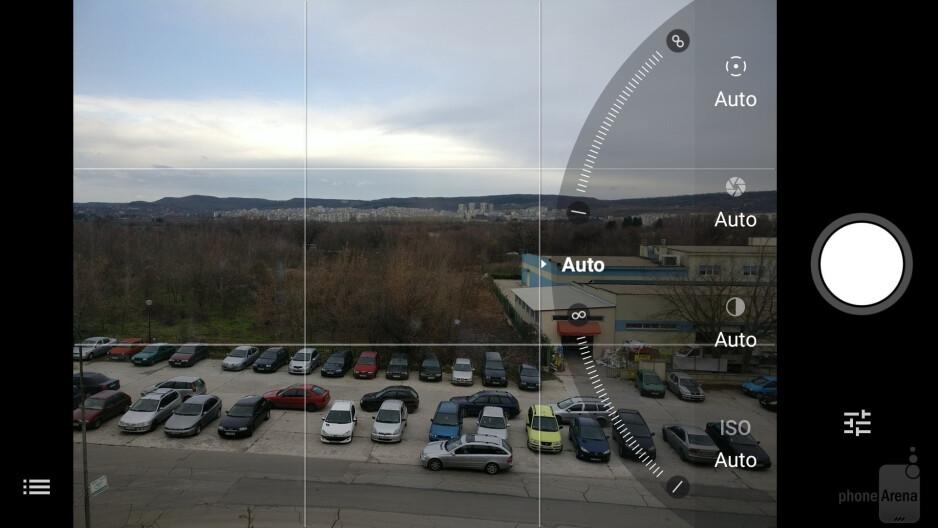 Camera UI of the OnePlus 3T - Samsung Galaxy S8 vs OnePlus 3T