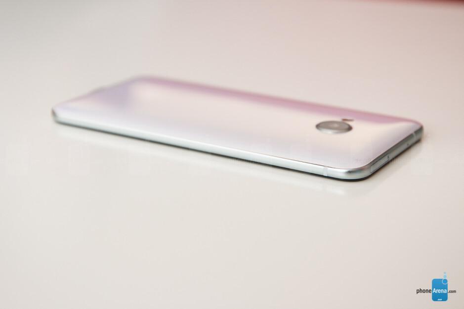 HTC U Play Review