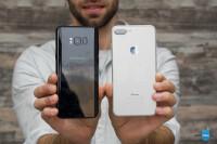 Samsung-Galaxy-S8-vs-Apple-iPhone-7-Plus018