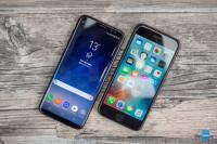 Samsung-Galaxy-S8-vs-Apple-iPhone-7006.jpg