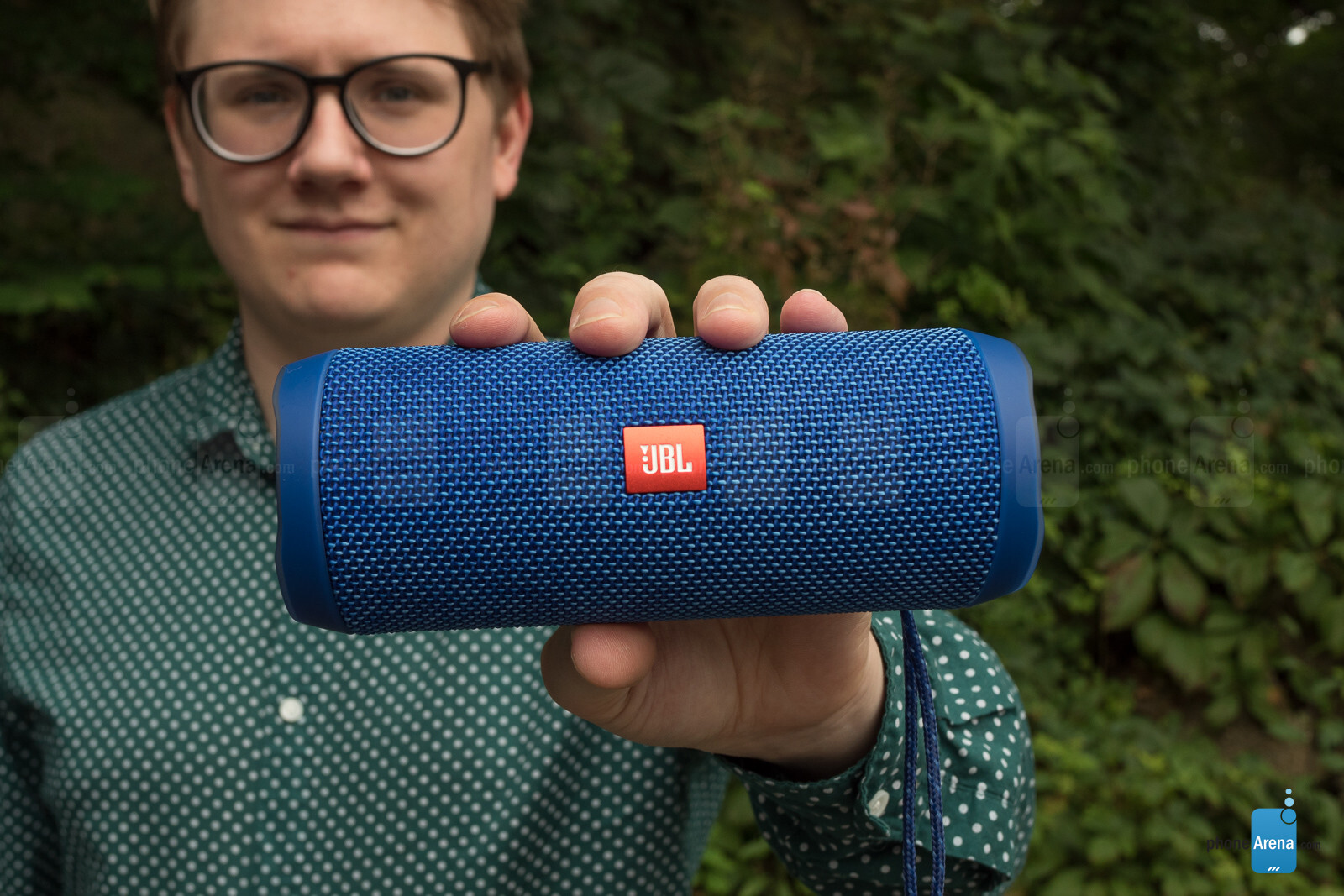 JBL Flip 4 Bluetooth speaker Review - Controls, Sound Quality