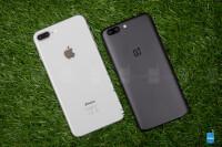Apple-iPhone-8-vs-OnePlus-5003