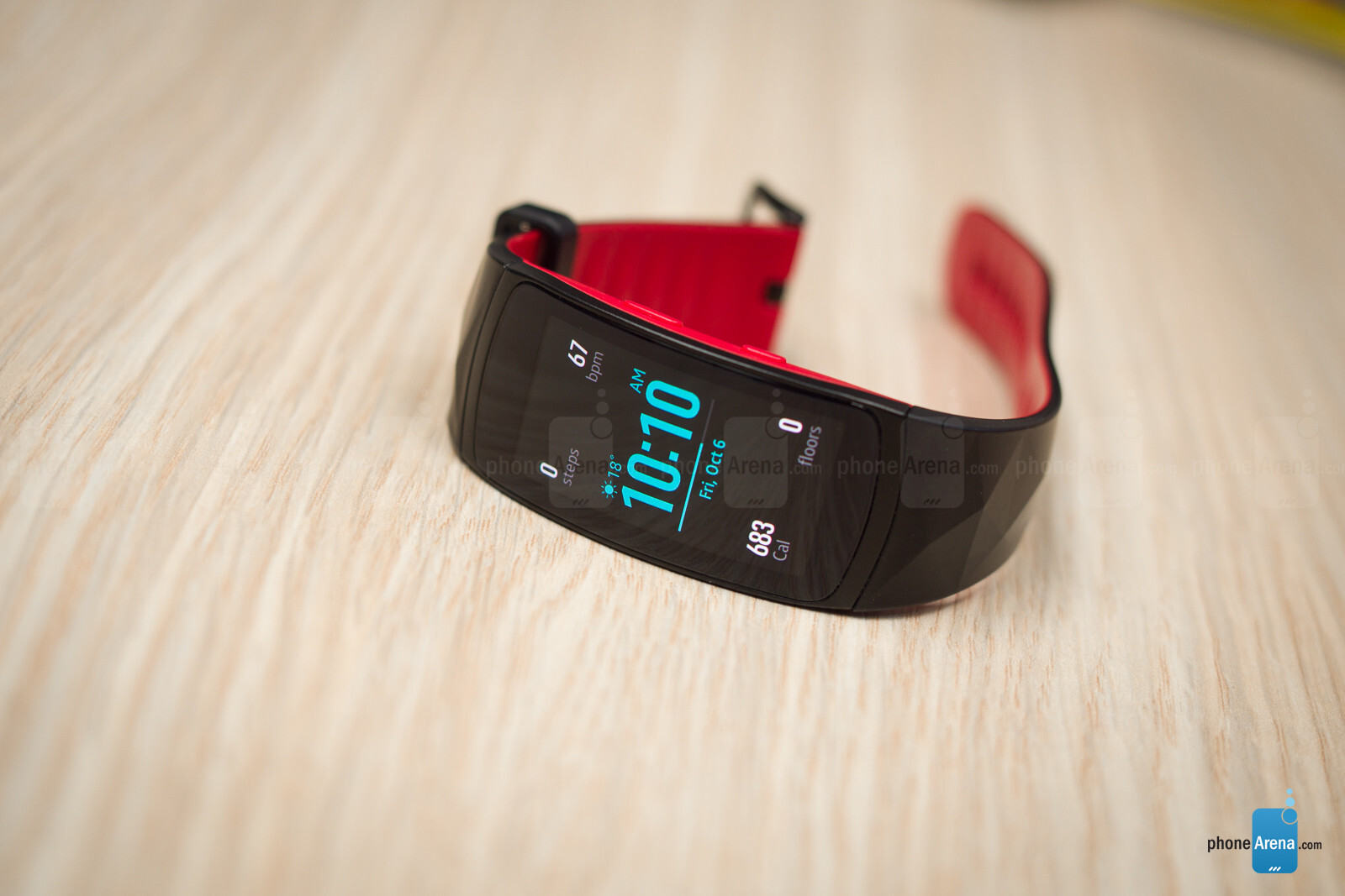Фитнес-трекер Samsung Gear Fit 2 Pro