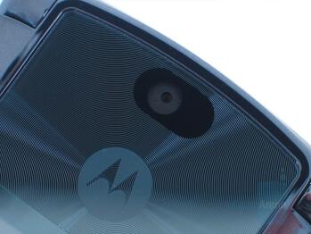 2MP Camera - Motorola RAZR2 V9m Review