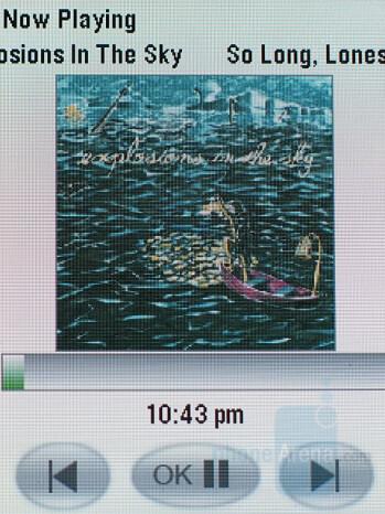 External display view - Music player interface - Motorola RAZR2 V9m Review