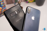 Apple-iPhone-X-vs-Samsung-Galaxy-Note-8010