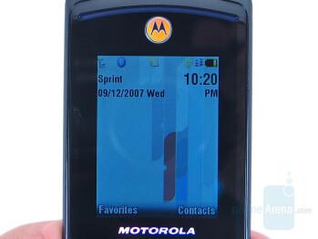 Main display - Motorola RAZR2 V9m Review