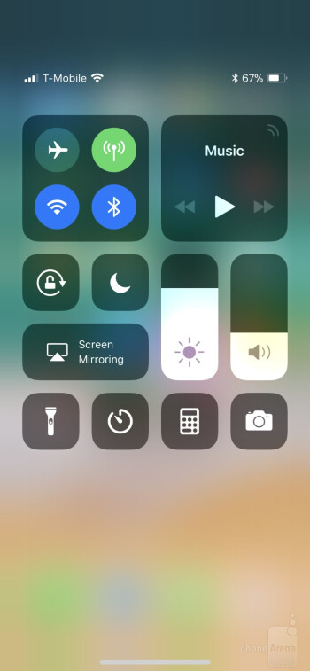 UI of the iPhone X - Apple iPhone X vs Samsung Galaxy Note 8