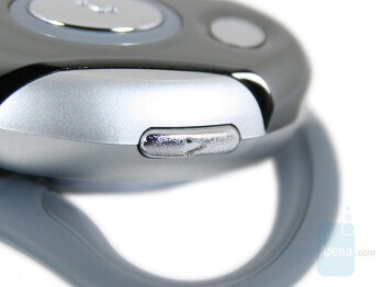 Volume keys - Motorola H700 Review