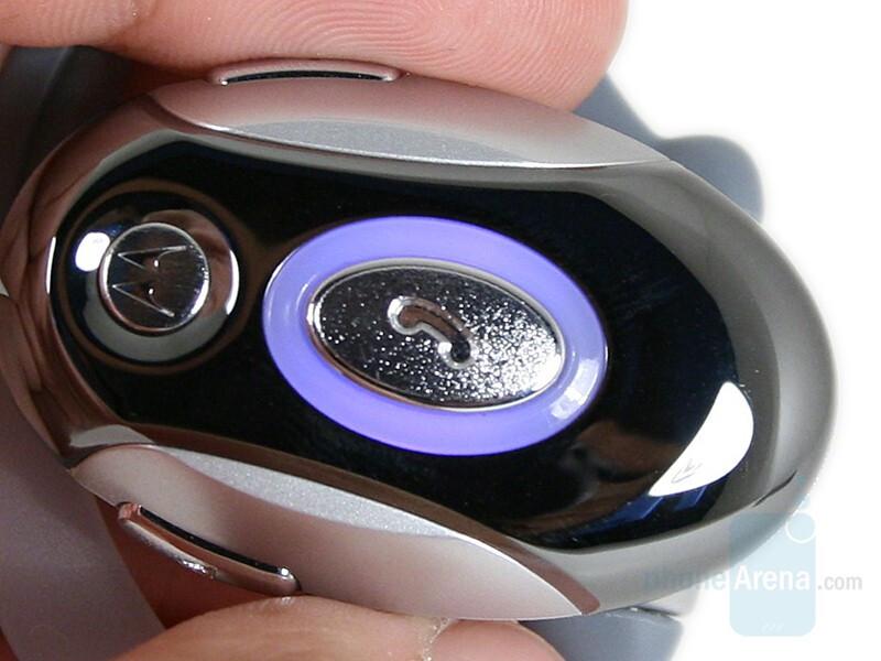Call button - Motorola H700 Review
