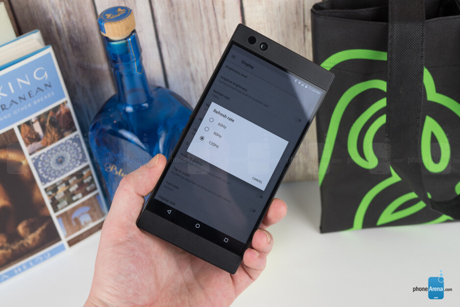 Changing the display's refresh rate - Razer Phone Review