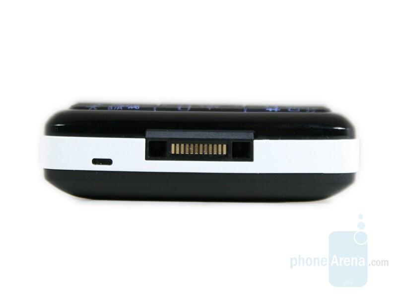 Bottom side - Sony Ericsson W960 Preview