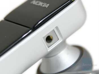 Charger connector - Nokia BH-700 Review
