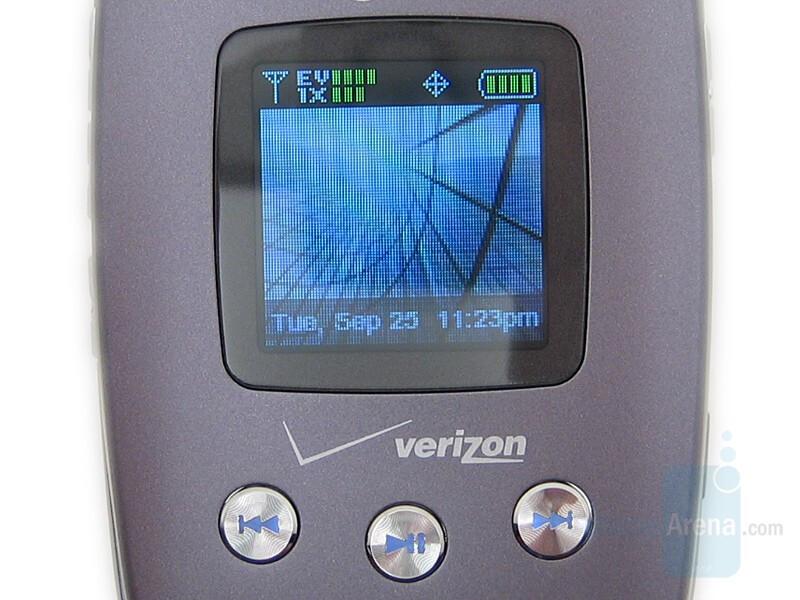 External display - LG VX8350 Review