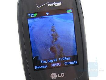 Main display - LG VX8350 Review