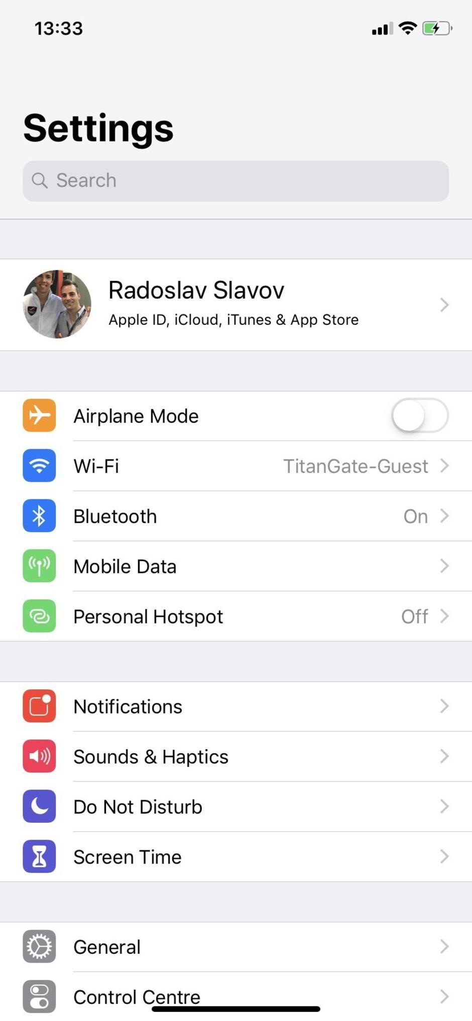 UI of the iPhone XR - Samsung Galaxy S10e vs Apple iPhone XR